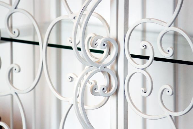 壁掛けも アンティーク調アイアンシェルフ ガラス板 白